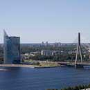 Вантовый мост и здание HansaBank, Рига